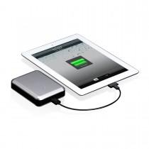 Сребриста външна батерия Gum Max Duo USB от Just Mobile с капацитет 11,200 mAh