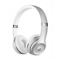 Sluchátka Beats Solo3 Wireless na uši – leskle stříbrná mneq2zm/a
